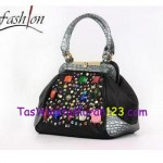Tas Virolita Gemstone Latch Hitam